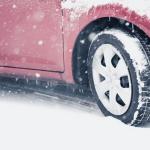 雪道と車の重量の関係、埋まるのを防ぐ必需品とは?