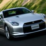 そして日産GT-RはR35へ。対性能での値段設定はバリュー価格
