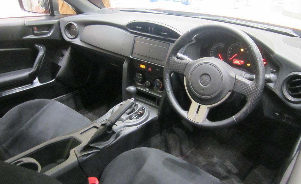 1024px-Toyota_86_inside1201