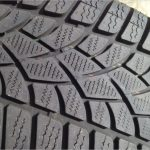 車買取でタイヤの溝は査定額に影響あり?スリップサインが出ている場合